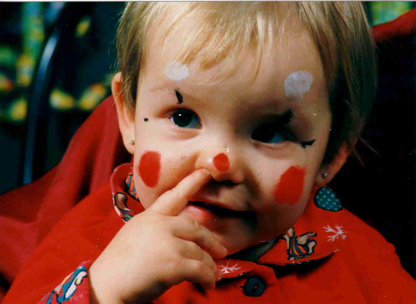 """Auch """"Temporary Tattoos"""" werden von Clown Micky geschminkt. Mit ..."""
